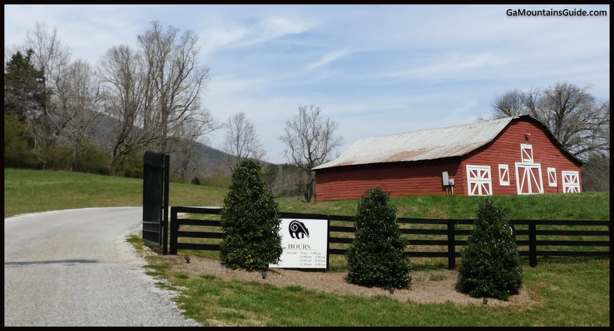 Yonah Mountain 201803 Entrance Barn