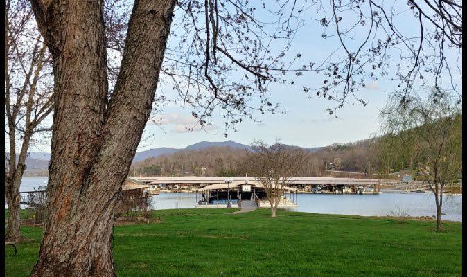 The Oaks Lakeside Kitchen with Lake and Mountain Views